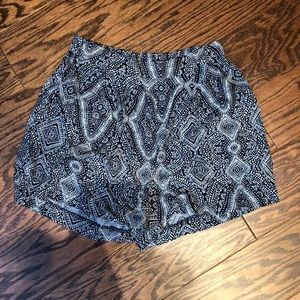 Blue and white fabric shorts with pockets